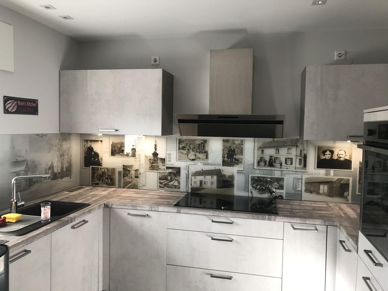 Bilderfliesenspiegel in der Küche  Foto Fabritz